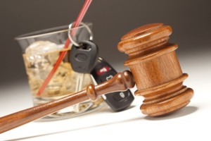 picture of a judge hammer, alcoholic drink and car key